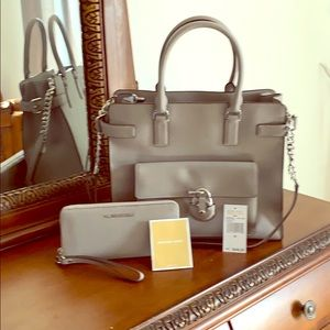 Michael Kors Emma large tote Matching wallet.